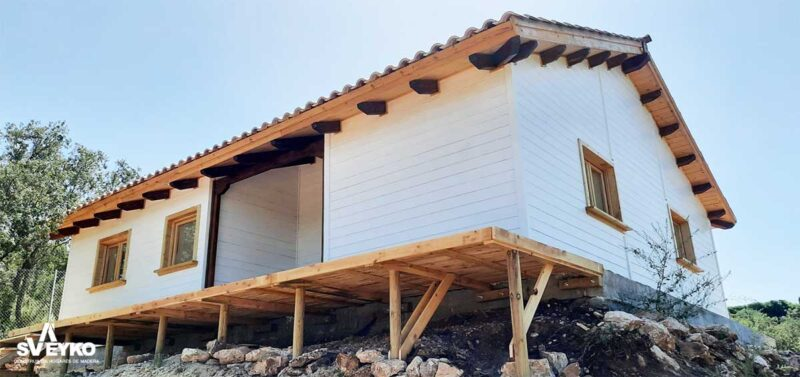 casa-madera-prefabricada-blanca