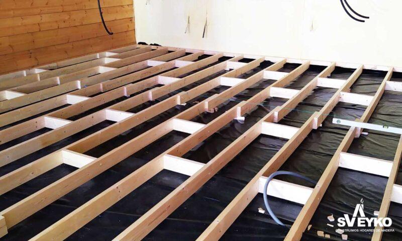 suelo-aislamiento-casa-madera